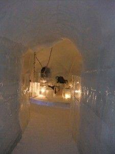 氷のレストラン入口