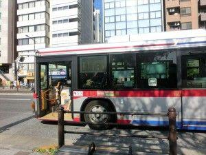 バスを乗り継ぎ街を見ながらの旅
