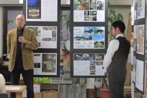 工務店設計者部門最優秀賞・野路敏之さんと審査委員・横内敏人さん(左)