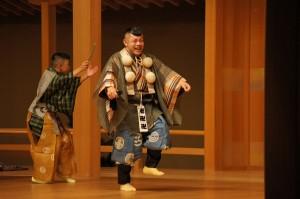 モビールの監修をしていただいた、十四世・野村又三郎氏(右)の舞台。左は野村信朗氏。(撮影:田村克也)