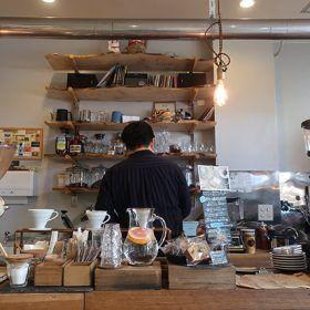 駅前のカフェ