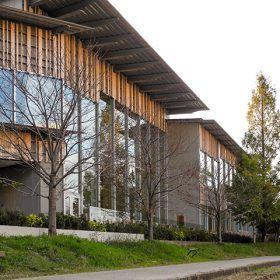 守山市立図書館「木の森」