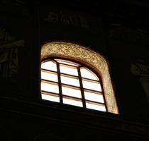 サンタポリナーレ ヌオーヴォ聖堂の窓アーチ