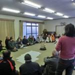老若男女が集まって、地域の森の活用についてのアイデアを出し合う。