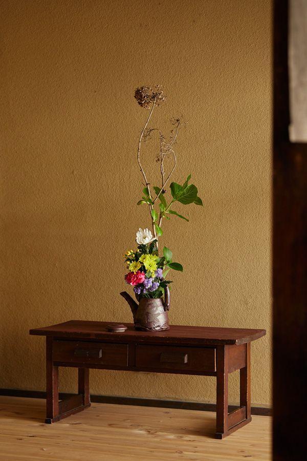 立ち枯れのあじさい 花屋さんの組んだお供え花