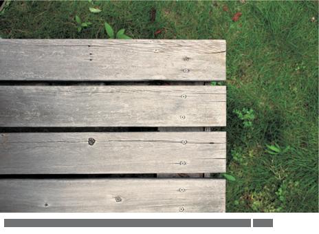 無塗装の場合、デッキ材は経年変化によりグレーがかった色になる。