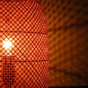 編み目の翳と光の粒