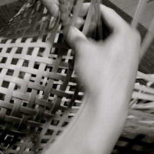 立体に。編み目は斜めになります。