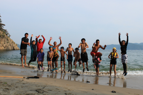 「森は海の恋人」の環境教育活動 - 写真提供:NPO法人森は海の恋人
