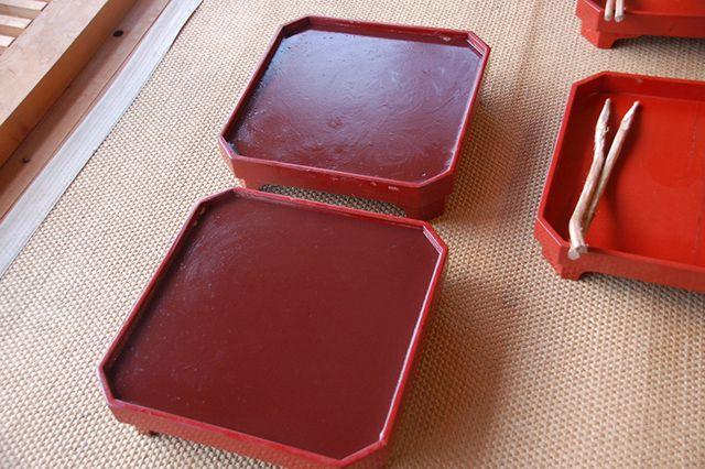 農耕儀礼アエノコトの時、集落のばあちゃんが作ってくれた水羊羹。輪島塗の御膳に直接流してあって豪快だ。