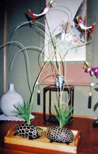 祭前日に、当日の直会の場に置く鶴と亀を制作する。