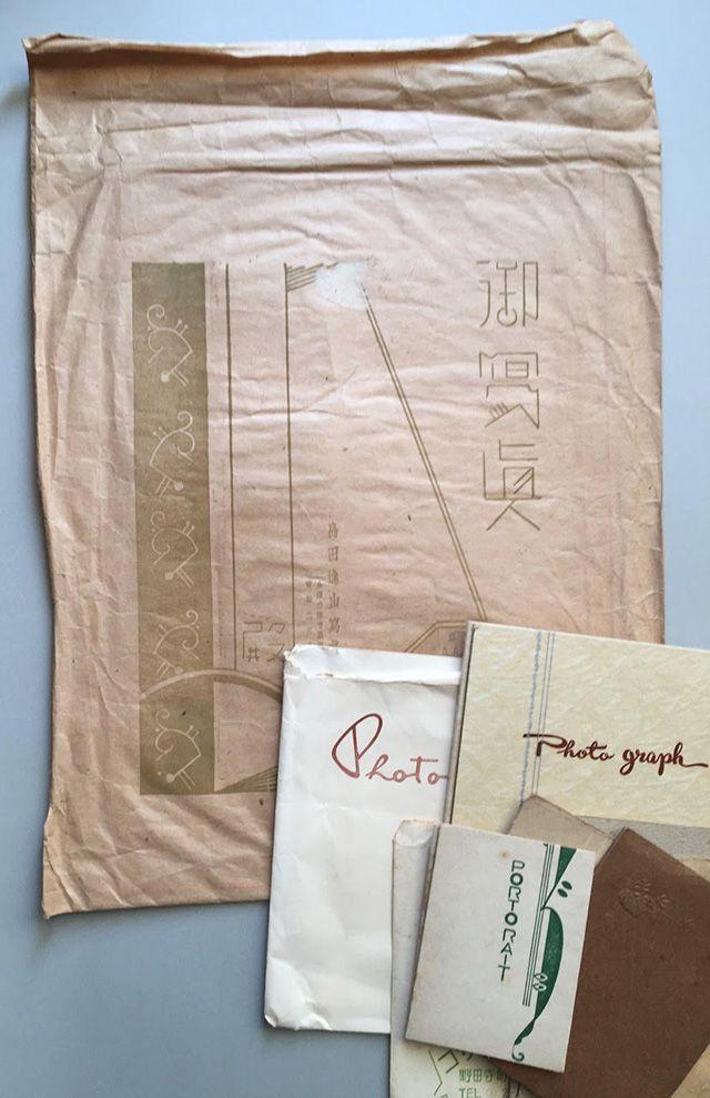金沢の昔の写真館の封筒や写真入れ